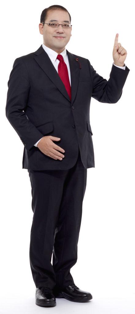 スーツ姿の松川